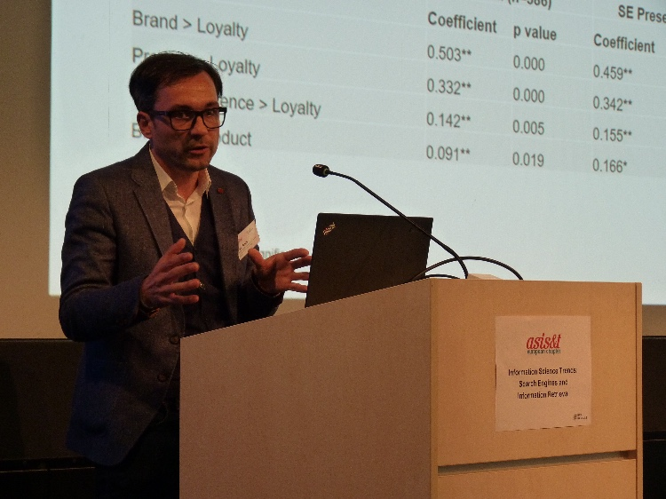 Ingo Knuth speaking at the ASIS&T European Chapter event at HAW Hamburg